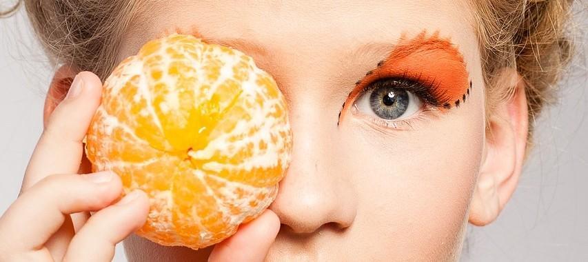 woman 804068 1280 853x380 - Suplementacja diety w profilaktyce zwyrodnienia plamki żółtej (AMD)